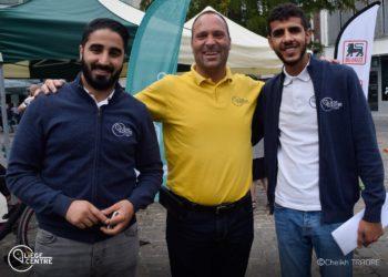 Stewards urbains souriants pour la photo